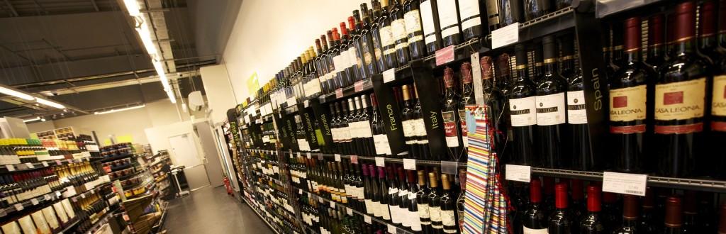 beve_vino_del_supermercato_in_cui_lavora_per_dimenticare_i_problemi_licenziamento_illegittimo