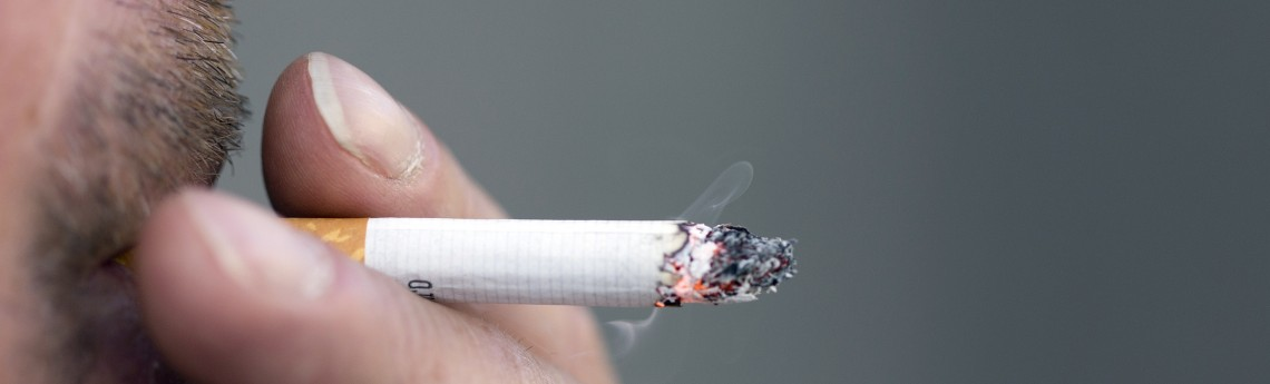 gli_strappa_la_sigaretta_di_bocca_condannato_a_tre_anni